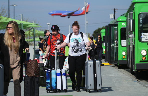 LAX Airport「New Ride App Pick Up Lot At LAX Results In Long Delays In Passenger Pickups From Airport」:写真・画像(1)[壁紙.com]