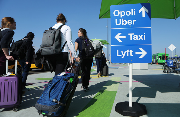 LAX Airport「New Ride App Pick Up Lot At LAX Results In Long Delays In Passenger Pickups From Airport」:写真・画像(5)[壁紙.com]