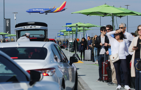 LAX Airport「New Ride App Pick Up Lot At LAX Results In Long Delays In Passenger Pickups From Airport」:写真・画像(12)[壁紙.com]