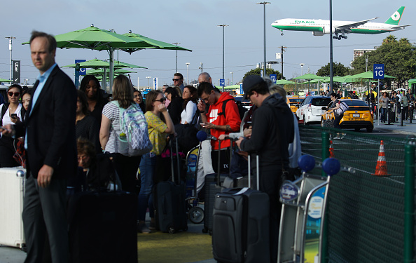 LAX Airport「New Ride App Pick Up Lot At LAX Results In Long Delays In Passenger Pickups From Airport」:写真・画像(8)[壁紙.com]