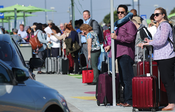 LAX Airport「New Ride App Pick Up Lot At LAX Results In Long Delays In Passenger Pickups From Airport」:写真・画像(0)[壁紙.com]