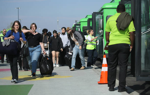New Ride App Pick Up Lot At LAX Results In Long Delays In Passenger Pickups From Airport:ニュース(壁紙.com)