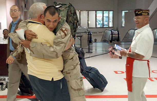 U.S. Soldiers Return From Iraq:ニュース(壁紙.com)