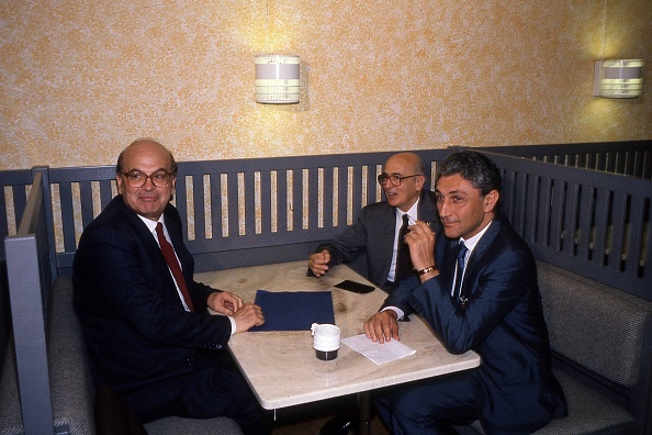 Politician「Politician Bettino Craxi is with Giorgio Napolitano and Antonio Bassolino at the Socialist International (SI) in Berlino 1990」:写真・画像(3)[壁紙.com]