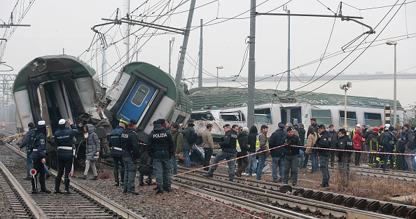 Milan「Milan Train Crash: Commuter train Derails In Italy」:写真・画像(7)[壁紙.com]