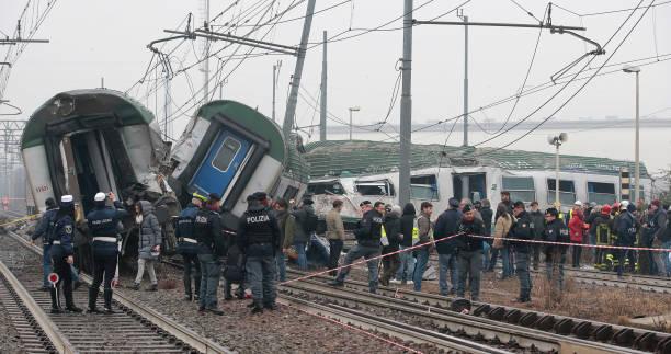Milan Train Crash: Commuter train Derails In Italy:ニュース(壁紙.com)