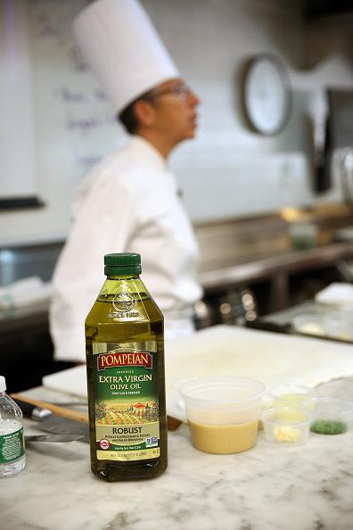 Olive Oil「Food Network Magazine Cooking School 2016」:写真・画像(10)[壁紙.com]