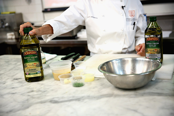 Olive Oil「Food Network Magazine Cooking School 2016」:写真・画像(11)[壁紙.com]