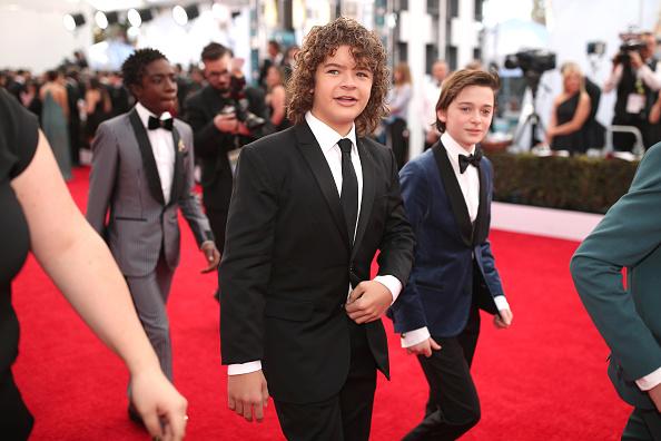 Noah Schnapp「The 23rd Annual Screen Actors Guild Awards - Red Carpet」:写真・画像(2)[壁紙.com]