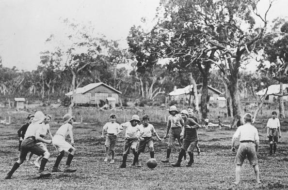 オーストラリア「Playing Football」:写真・画像(3)[壁紙.com]