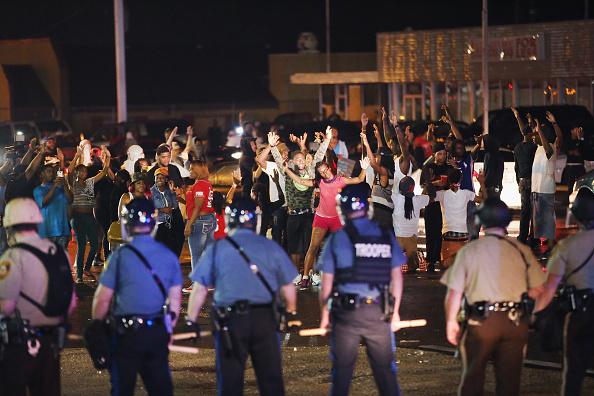 ミズーリ州「Outrage In Missouri Town After Police Shooting Of 18-Yr-Old Man」:写真・画像(19)[壁紙.com]