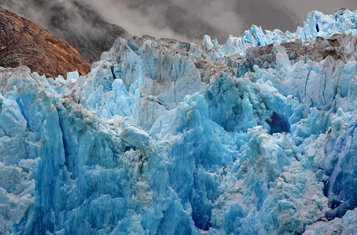 アラスカ「USA, Alaska, Tongass National Forest near Juneau, Blue ice of South Sawyer Glacier」:スマホ壁紙(5)