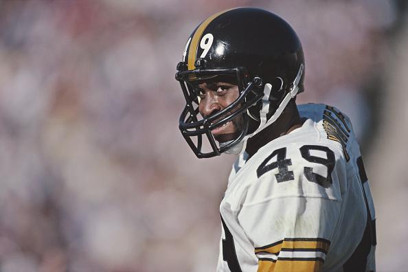 Sports Helmet「Pittsburgh Steelers vs Los Angeles Raiders」:写真・画像(2)[壁紙.com]