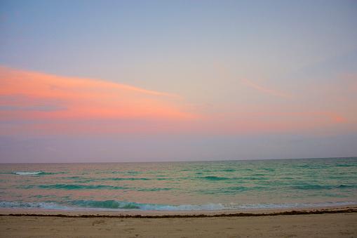 Miami Beach「Colorful sky and ocean at dusk, Miami Beach」:スマホ壁紙(15)