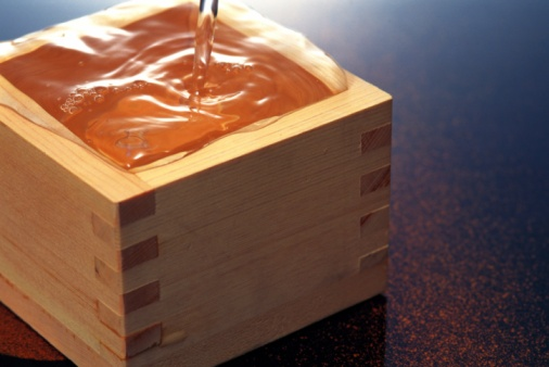 Sake「Rice wine poured into a square container of wood, Close Up, High Angle View」:スマホ壁紙(8)
