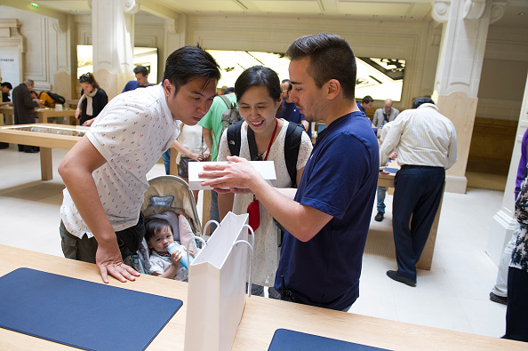 Apple Watch「Apple Watch Availability At Apple Store Opera Paris」:写真・画像(13)[壁紙.com]