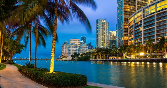 Miami「Miami, Downtown District at dusk」:スマホ壁紙(0)