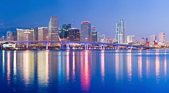 Miami「Miami Downtown City Skyline at Night USA」:スマホ壁紙(17)
