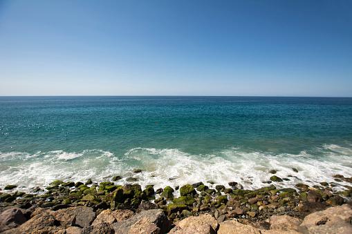 Water's Edge「USA, Malibu, view to the sea from Pacific Coast Highway」:スマホ壁紙(4)