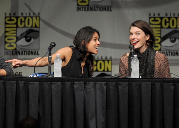 ミラ・ジョヴォヴィッチ「Screen Gems' 'Resident Evil: Retribution' Panel - Comic-Con International 2012」:写真・画像(9)[壁紙.com]