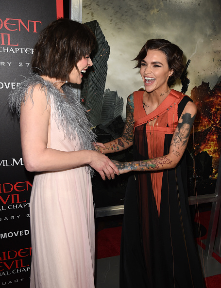 ミラ・ジョヴォヴィッチ「Premiere Of Sony Pictures Releasing's 'Resident Evil: The Final Chapter' - Red Carpet」:写真・画像(3)[壁紙.com]