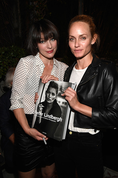 ミラ・ジョヴォヴィッチ「Peter Lindbergh Book Signing for 'A Different Vision On Fashion Photography'」:写真・画像(3)[壁紙.com]