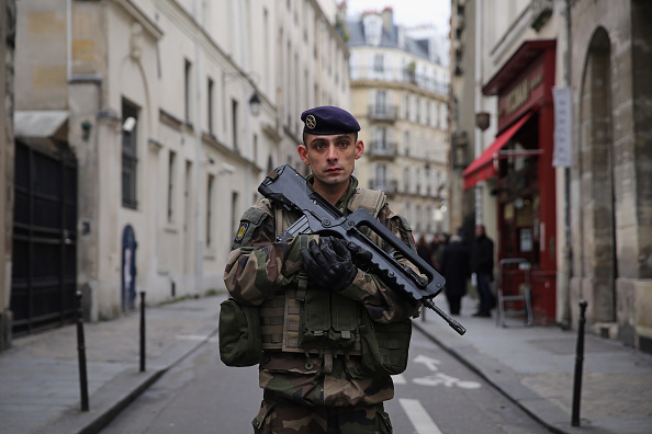 France「Tributes And Reaction To Paris Terror Attacks After Gunmen Kill 17 People」:写真・画像(14)[壁紙.com]