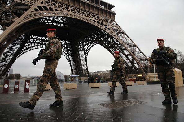 フランス「Security Measures In Paris Following Attack Of French Satirical Magazine Charlie Hebdo」:写真・画像(6)[壁紙.com]