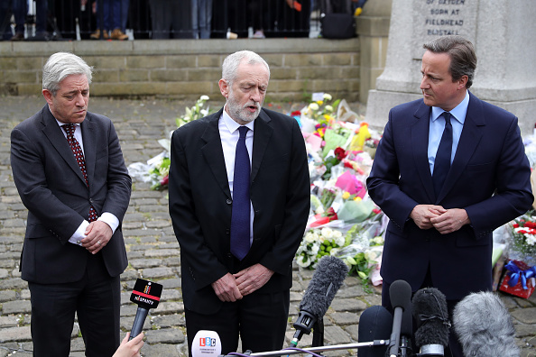 Paying「Tributes Paid To Murdered Labour MP Jo Cox」:写真・画像(19)[壁紙.com]