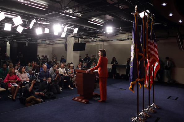 Chip Somodevilla「Speaker Pelosi Holds Weekly Press Conference Before House Votes On Impeachment」:写真・画像(6)[壁紙.com]