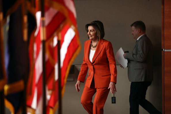 Chip Somodevilla「Speaker Pelosi Holds Weekly Press Conference Before House Votes On Impeachment」:写真・画像(5)[壁紙.com]