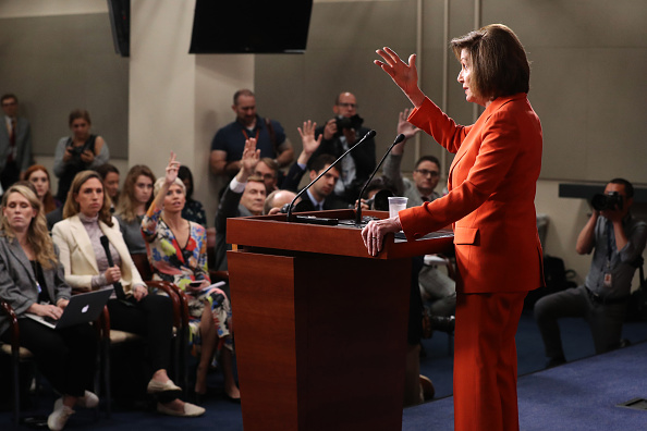 Chip Somodevilla「Speaker Pelosi Holds Weekly Press Conference Before House Votes On Impeachment」:写真・画像(7)[壁紙.com]