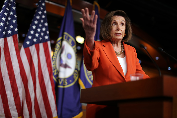 Chip Somodevilla「Speaker Pelosi Holds Weekly Press Conference Before House Votes On Impeachment」:写真・画像(8)[壁紙.com]
