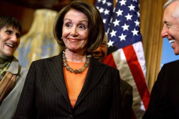 Smiling「Pelosi Addresses The Media After House Votes On Economic Stimulus Bill」:写真・画像(13)[壁紙.com]
