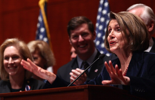 Win McNamee「House Speaker Nancy Pelosi Marks Don't Ask Don't Tell Repeal Legislation With Enrollment Ceremony」:写真・画像(5)[壁紙.com]