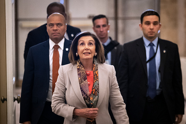 Drew Angerer「Speaker Pelosi Announces Impeachment Managers, Signs And Transmits Articles To Senate For Trial」:写真・画像(15)[壁紙.com]