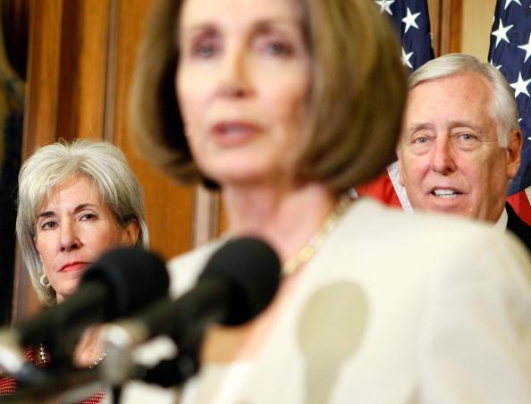 Alex Wong「Pelosi, Sebelius Discuss Medicare Benefits Of New Health Reform Law」:写真・画像(4)[壁紙.com]