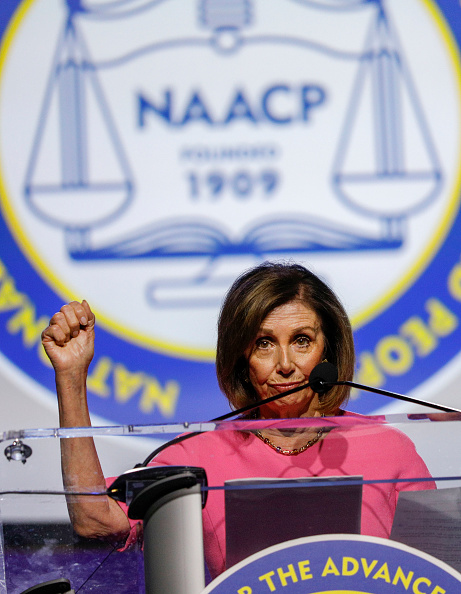 NAACP「Lawmakers And Presidential Candidates Attend NAACP National Convention」:写真・画像(4)[壁紙.com]