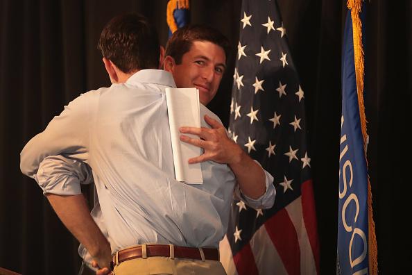 Scott Olson「Paul Ryan Campaigns With GOP Senate Candidate Bryan Steil In Wisconsin」:写真・画像(11)[壁紙.com]