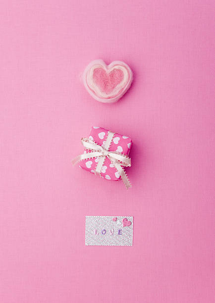 Gift box with greeting card:スマホ壁紙(壁紙.com)