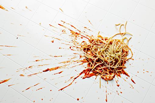 Misfortune「Spaghetti and sauce spilled on kitchen floor」:スマホ壁紙(7)