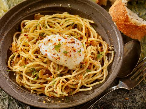Poached Food「Spaghetti Aglio e Olio With a Poached Egg」:スマホ壁紙(5)
