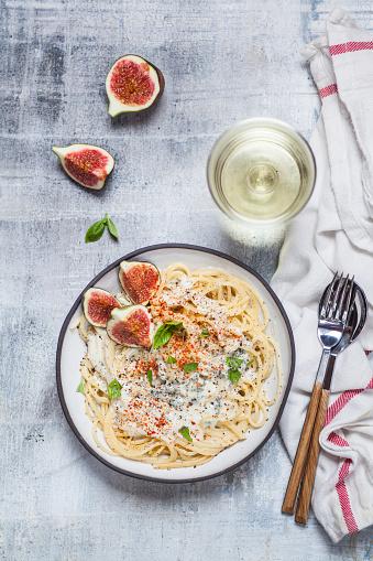 Fig「Spaghetti al gorgonzola, spaghetti with gorgonzola sauce, figs and white wine」:スマホ壁紙(12)