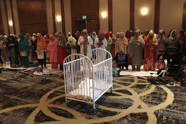 トピックス「U.S. Muslims Celebrate Eid-al-Fitr With Prayers」:写真・画像(13)[壁紙.com]