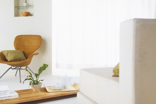 Focus On Background「Wicker chair with coffee table and sofa」:スマホ壁紙(9)