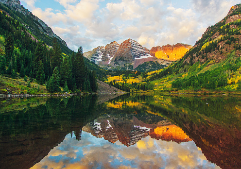 Aspen Tree「Maroon Bells and Lake at Sunrise, Colorado, USA」:スマホ壁紙(1)