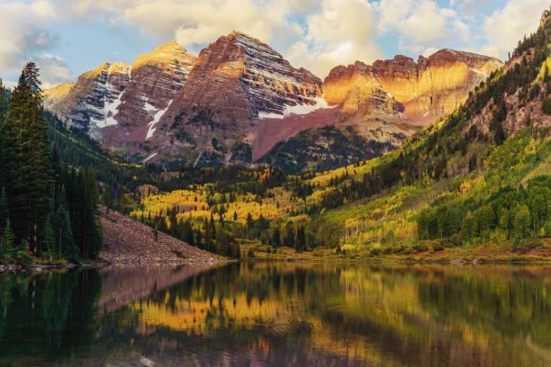 Maroon Bells and Lake at Sunrise, Colorado, USA:スマホ壁紙(壁紙.com)