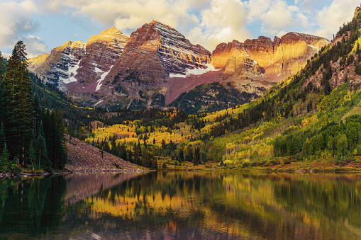 Aspen - Colorado「Maroon Bells and Lake at Sunrise, Colorado, USA」:スマホ壁紙(4)