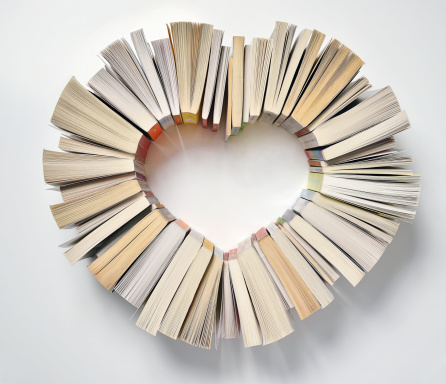 Literature「Book spines forming a heart shape」:スマホ壁紙(10)