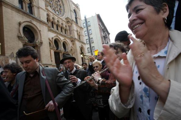 Klezmer「Traditional Jewish Klezmer Musicians Visit New York Synagogue」:写真・画像(10)[壁紙.com]